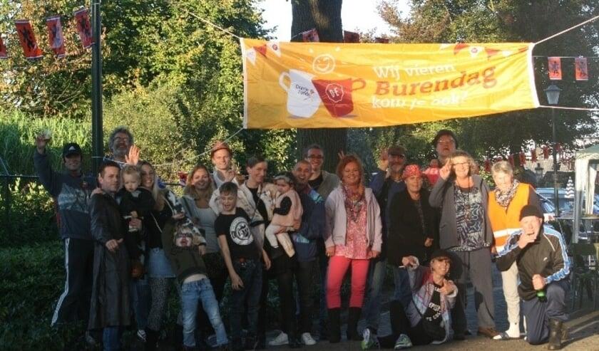 <p>Burendag zorgt voor veel saamhorigheid in de Weverstraat</p>