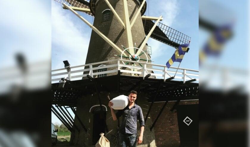 <p>Vrijwillig molenaar Lennart van der Torren bij &#39;zijn&#39; molen.&nbsp;</p>