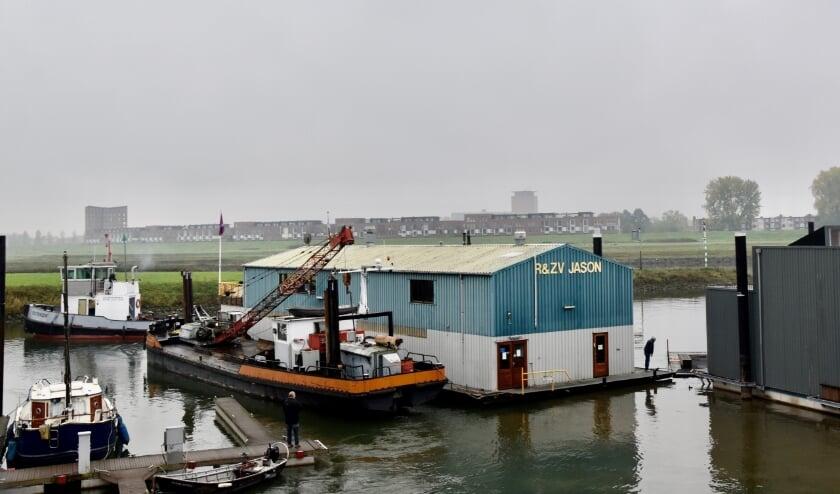 <p>Het clubschip van de Roei- en zeilvereniging Jason is maandag 19 oktober naar de werf gesleept voor ingrijpende onderhoudswerkzaamheden.&nbsp;</p>