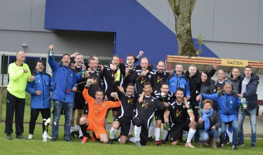 <p>Het eerste elftal van VSV Vreeswijk werd in 2019 kampioen. Eigen archieffoto</p>