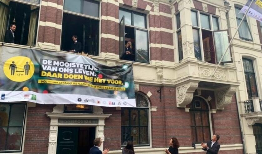 <p>De aftrap van de studentencoronacampagne bij de Utrechtse studentenvereniging Unitas aan het Lucasbolwerk. Foto: LKvV </p>