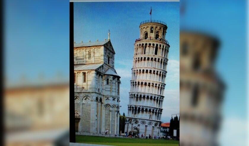 <p>De toren van Pisa staat maar ietsje schever</p>