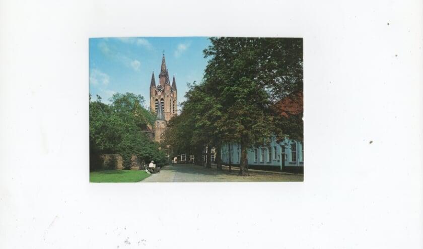 <p>De Oude Kerk vanaf het Agathaplein gezien.</p>
