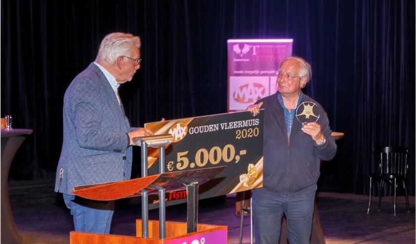 <p>Jacob Vis krijgt de Gouden Vleermuis. Foto: Richard Jetten</p>