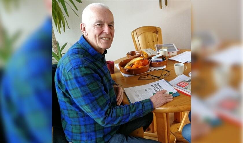 <p>Gerrit Brinkman ziet in het realiseren van een Knarrenhof de woonvorm voor de toekomst voor 50plussers.</p><p>Naast Vlaardingen en Schiedam heeft hij nu ook zijn blik gericht op Maassluis. Foto: Peter Spek</p>