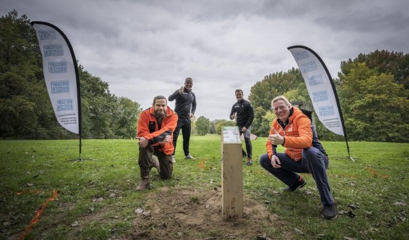 Jeroen Glissenaar, Evert van der Zee, Marwan van Heugten en Jan van Dellen bij de bootcamproute in park Immerloo