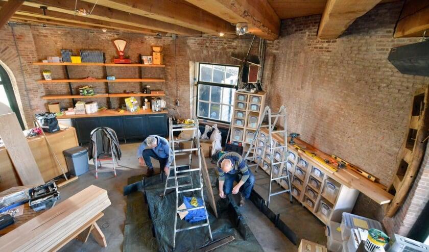 <p>Verbouwing van winkelruimte in molen De Valk.</p>