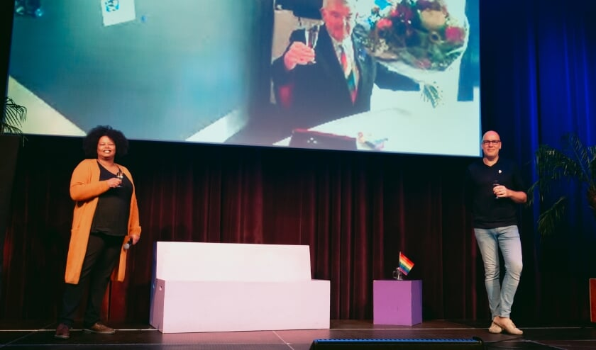 <p>Vanwege corona was de burgemeester ook niet fysiek aanwezig in Utrecht maar via een live verbinding vanuit Den Haag. </p>