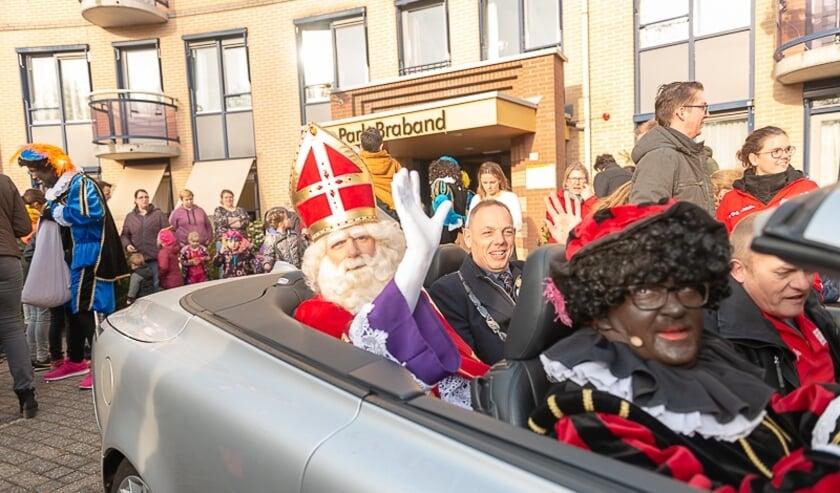 Sinterklaas en de Burgemeester in de cabriolet