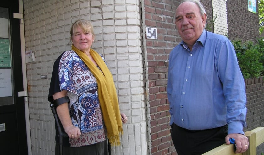 <p>Helmi en Henk op hun nieuwe locatie in de voormalig school in de Bierstraat.&nbsp;&nbsp;</p>