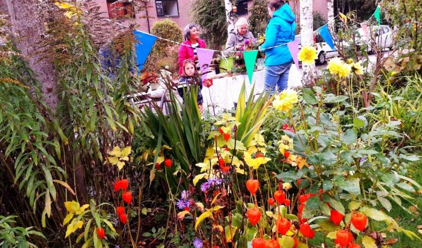 <p>De tuin is in herfsttooi. Hij heeft materiaal geleverd voor het bloemschikken maar er is nog veel moois over!</p>