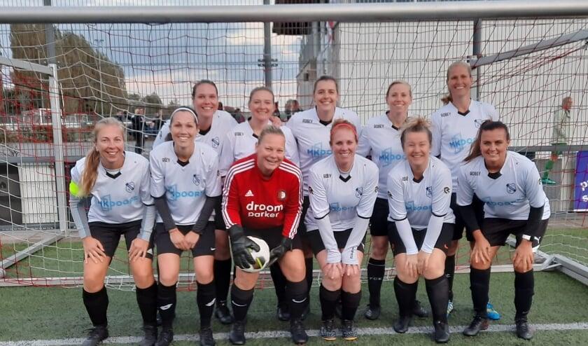 <p>v.v. Rhoon is weer begonnen met een damesteam in KNVB-competitie bij de 7x7 Vrouwen 30+ op vrijdagavond</p>