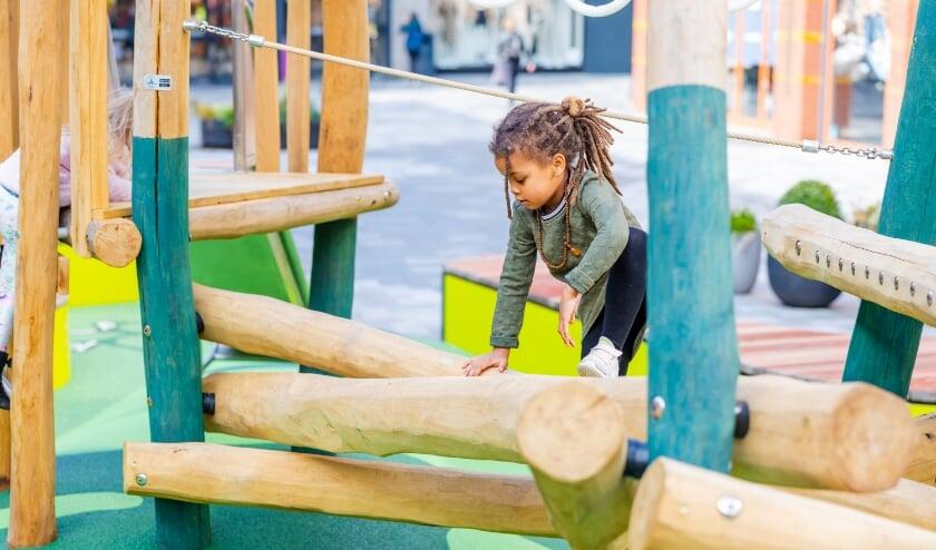 <p>Winkelcentrum Cityplaza heeft een speciaal Play & Relax plein ontwikkeld, waar kinderen kunnen spelen en ouders kunnen ontspannen. Eigen foto&nbsp;</p>