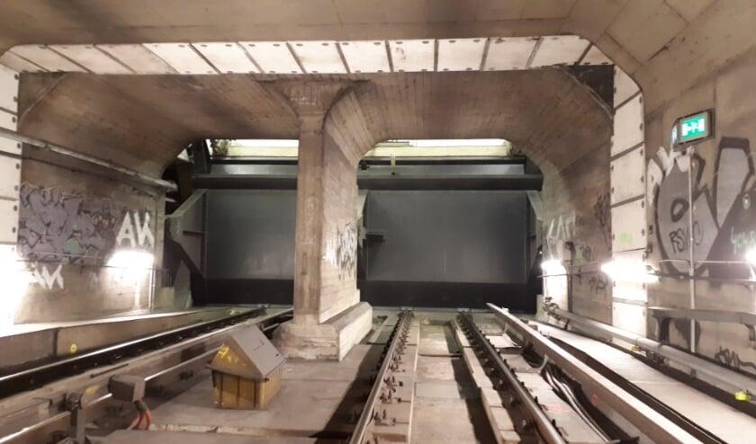 Noodschuiven in metrotunnel Leuvehaven