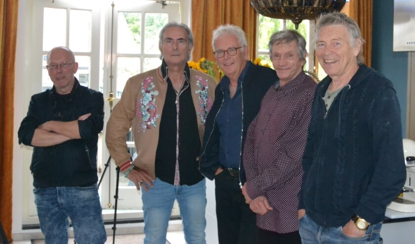 <p>V.l.n.r. Cineast John Meijer, popjournalist Martin Reitsma, Ferdinand Bakker en Michel van Dijk van Alquin en Rinus Gerristen van Golden Earring (foto: Martin Reitsma).&nbsp;</p>