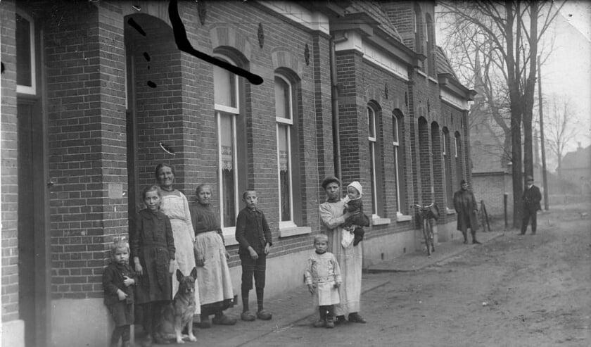 <p>De Bakkerstraat rond 1910&nbsp;(Collectie Heemkundekring Weerderheem).</p><p><br></p>