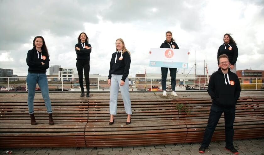 <p>Het A Team presenteerde zich op de Dag tegen Eenzaamheid onder jongeren. Het team wil jongeren met elkaar in contact brengen en het onderwerp bespreekbaar maken. (Foto: Moudy de Jong)</p>