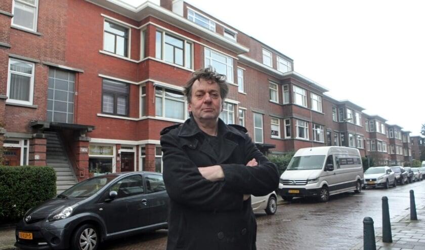 <p>Peter Bos die eerder al ten strijde trok tegen de verkamering van woningen in Haagse wijk, is blij dat de gemeente zelf woningen gaat bouwen.</p>