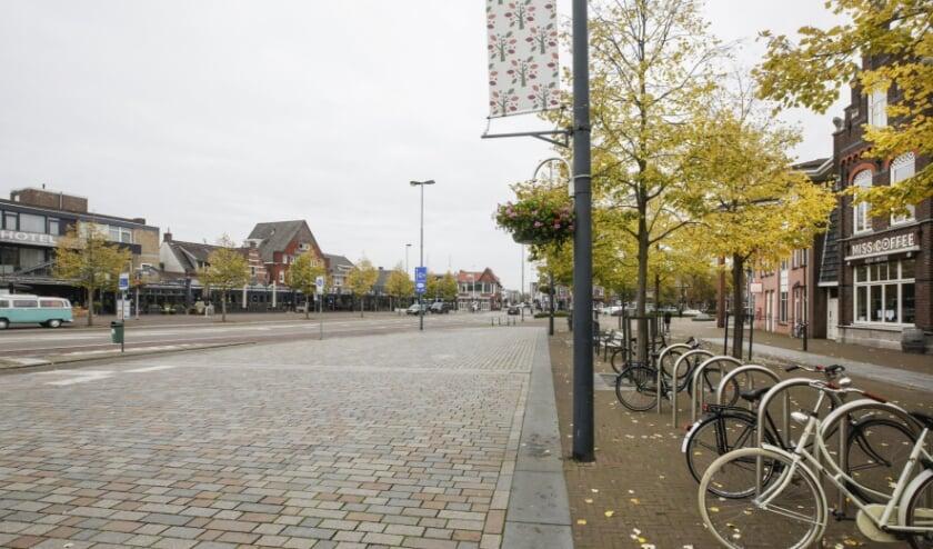 <p>Het Marktplein op maandagmiddag om 12.30 uur. Woorden zijn overbodig. Foto: Jurgen van Hoof<br><br></p>