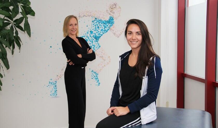 <p>Yfke van Weerd-Hoogland (links) en Roxanne van de Rhee.</p>