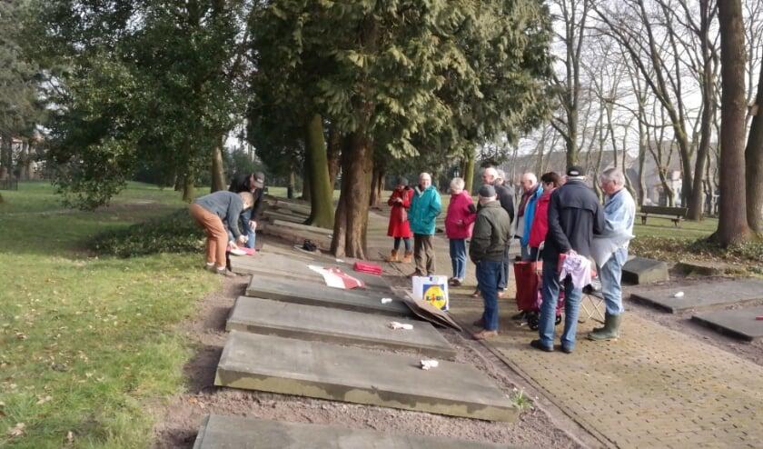 <p>In 2016 werd er ook op het Gedenkpark gewerkt tijdens Veenendaal Doet.</p>