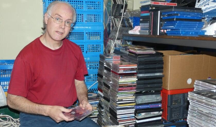 <p>Ron aan het werk bij de Weggeefwinkel.&nbsp;</p>
