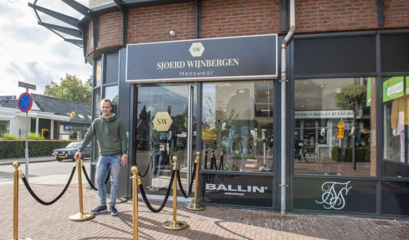 <p>Sjoerd Wijnbergen (24) begint eigen kledingwinkel. Net als zijn tweelingbroer Vincent is nu hij ook ondernemer in Vaassen. &nbsp;Foto: Dennis Dekker</p>