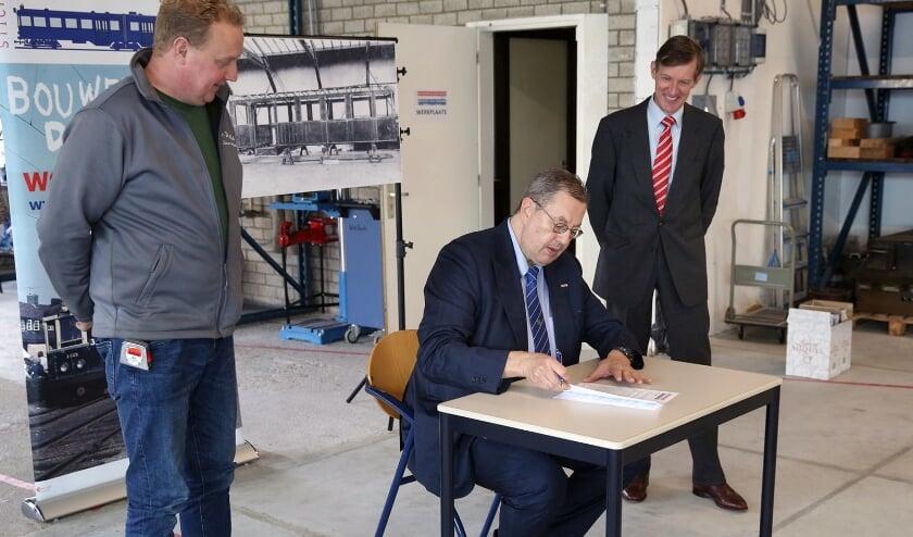 <p>Stichting De Nieuwe Blauwe Tram heeft vrijdag 23 oktober opdracht gegeven voor de bouw van de casco&#39;s van de historische Blauwe Tram A619/A920.<br><br></p>