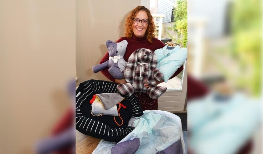 <p>&quot;Je kunt met behulp van de kleding van alles maken. Ik heb bijvoorbeeld een konijn gemaakt en een beertje.&quot; Foto: Marijke Vermeulen.</p>