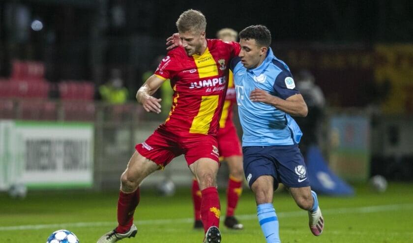 <p>DEVENTER, Stadium De Adelaarshorst, 02-10-2020 , season 2020 / 2021 , Dutch Keuken Kampioen Divisie. final result 2-3, GA Eagles player Wout Droste (L) Jong FC Utrecht player Hicham Acheffay (r) during the match Go Ahead Eagles - Jong Utrecht</p>