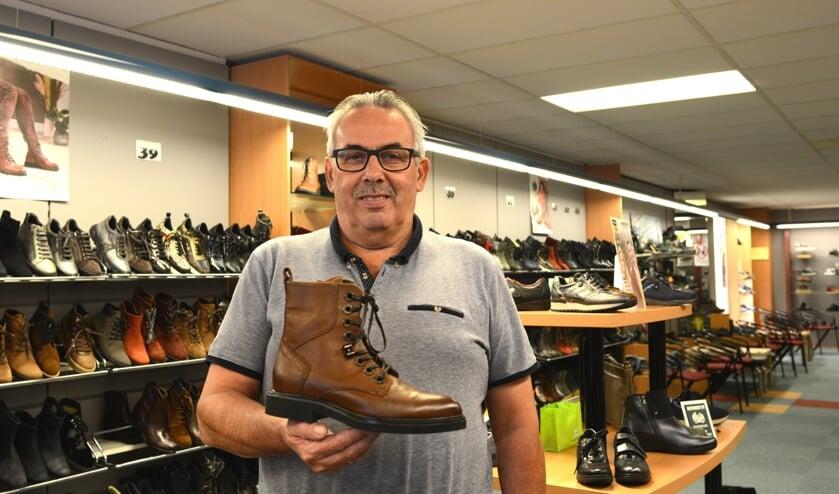 <p>Henk Fenijn zit 25 jaar in het schoenenvak. Een mijlpaal die gevierd wordt in oktober.</p>