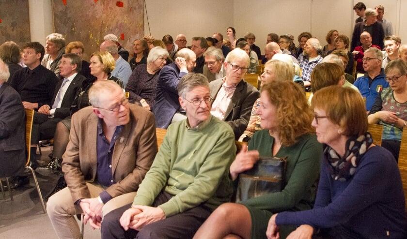 <p>Bezoekers verkiezingsavond Overijssels Boek van het Jaar 2018.</p>