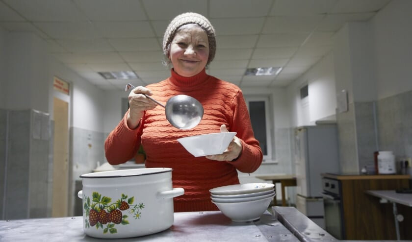 <p>Dorcas deelt voedselpakketten uit aan de allerarmsten in Albanië, Moldavië, Oekraïne en Roemenië. (Foto: Jaco Klamer)</p>