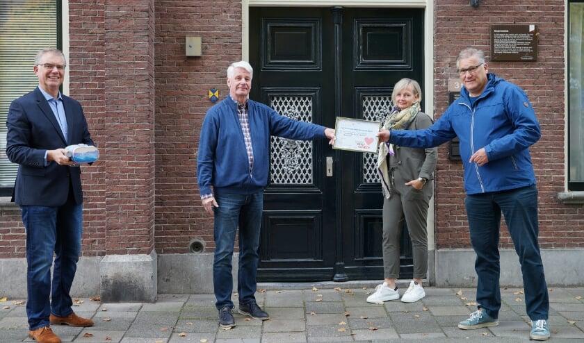 <p>v.l.n.r. Marcel Geerlings en Jan ter Steeg van Stichting Het Burger Weeshuis, Anja van 't Klooster (een van de initiatiefneemsters St Jansdal) en bestuurslid Vriendenstichting Dick van Buren.</p>
