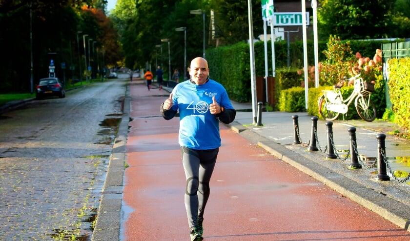 <p>Een deelnemer aan NN Running Day 11 oktober in Kralingen. Zaterdag en zondag zijn er weer virtuele races. (Foto: Bart Hoogveld)</p>