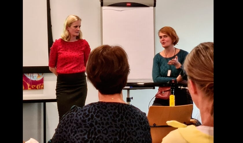 <p>Rechts Mari&euml;lle van de Aa die vertelt over haar eigen ervaringen na een herseninfarct en links revalidatie-arts Nicole Maas (Libra/Elkerliek).&nbsp;</p>