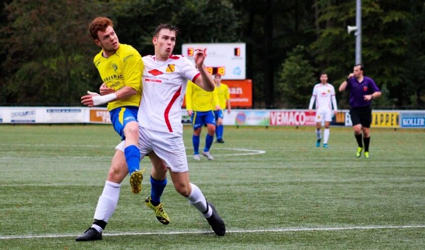 <p>Hatto-Heim won thuis met 3-1 van Vios. Joep van Apeldoorn zorgde steeds voor gevaar. Foto: Gradus Dijkman &nbsp;</p>
