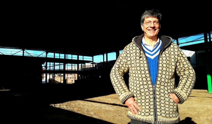 <p>Steven de Jong bij de uitbreiding van zijn bedrijf: een hal van 2500 m2 en 10 meter hoog</p>