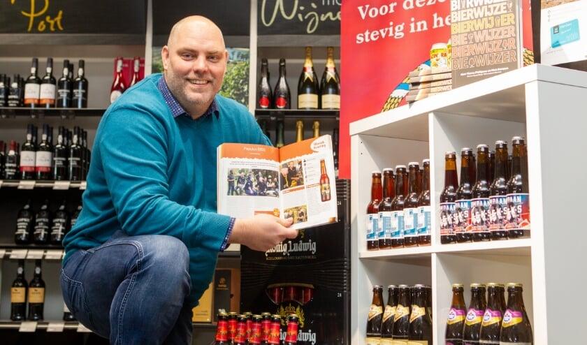 """<p>Marco Philipsen in de winkel van Mitra Dennis Kock in Duiven: """"Dronken word ik sowieso nooit, want ik wil ervan genieten."""" (Foto: Rene Nijhuis)</p>"""