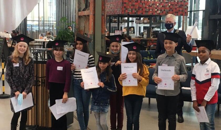<p>Kinderen hebben de toekomst en een stem in de coronamaatregelen. Burgemeester Weterings geeft die door aan Den Haag.</p>