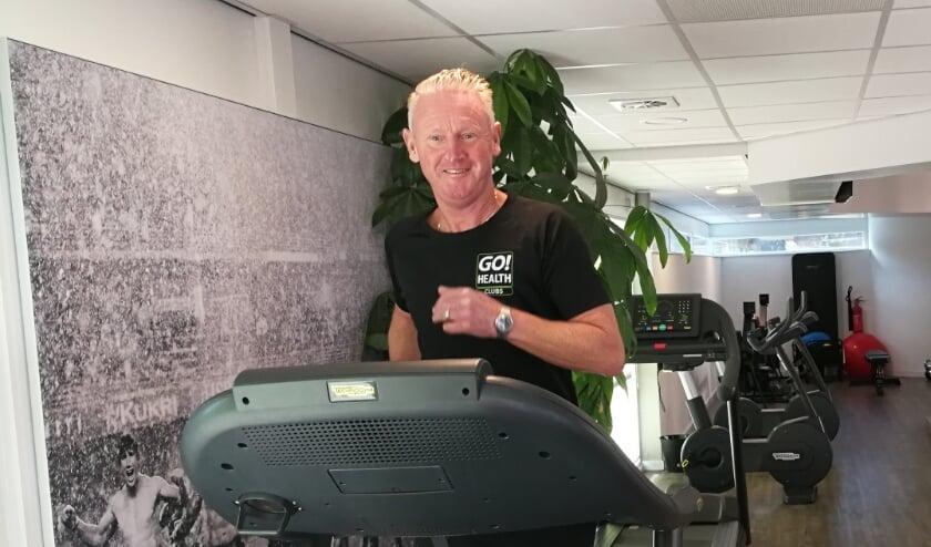 <p>Voor Cor Goudriaan is sporten erg belangrijk. Niet alleen voor zijn eigen lichaam, maar hij probeert dat als een bevlogen entertrainer ook over te brengen op zijn pupillen. Foto: Peter Spek</p>