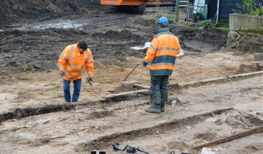 <p>De komende vijf weken wordt er intensief archeologisch onderzoek verricht aan het Schouteneinde in Puttershoek. (Foto&#39;s: Arie Pieters)</p>
