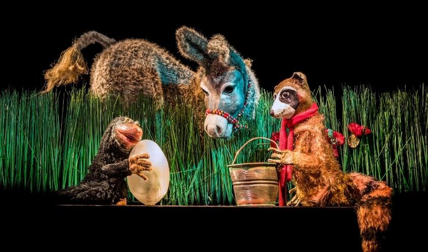 Scene uit een kindervoorstelling van Kooman's Poppentheater