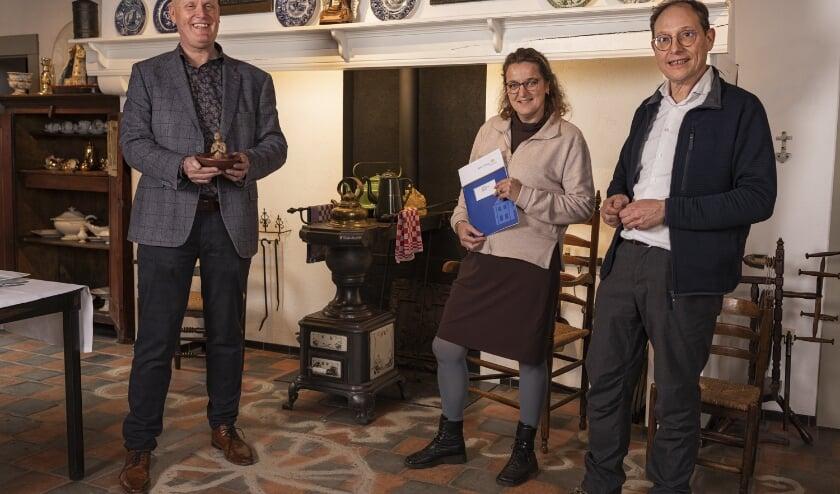 V.l.n.r. Museumdirecteur Hans Sonnemans met Loes en Gerard Rooijakkers. (Foto: L-Mount Media).