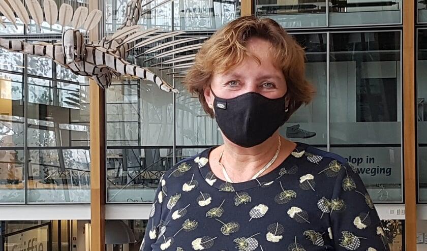 <p>&quot;Ook in het gemeentehuis dragen we in de publieke ruimtes een mondkapje.&rdquo; FOTO: Karin Bekker</p>