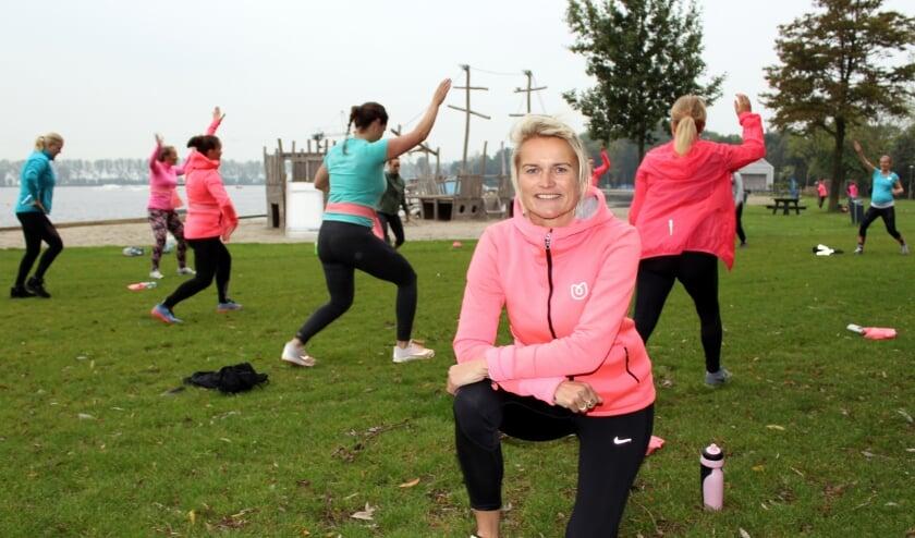 <p>Lineke Grapendaal en haar team houden vrouwen fit bij zwangerschap en na bevalling. Nu ook bij de Zegerplas. FOTO: Morvenna Goudkade</p>