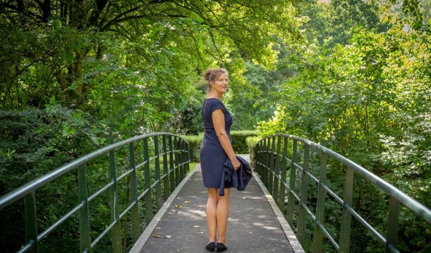 <p>Sarah Jongejan is sinds begin juli van dit jaar zelfstandig ondernemer: ze runt ze haar eigen uitvaartbedrijf. Foto: PR</p>