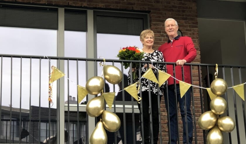 <p>Het gouden bruidspaar Van Buuren in Veenendaal.</p>