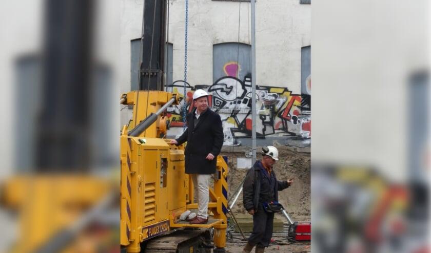 <p>Wethouder Jeroen Diepemaat en Rob Knobben van Carbo Property hebben donderdagmiddag het startsein gegeven voor de bouw van Bruningmeyer.</p>