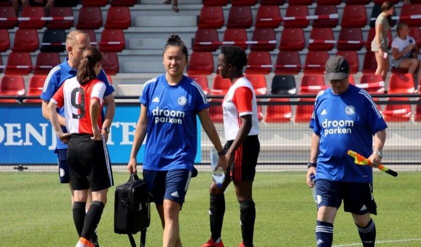<p>Fu-sang Pott is fysiotherapeute bij Feyenoord Vrouwen en bij Sportgeneeskunde Rotterdam. (Foto: Angela van de Lavoir)</p>